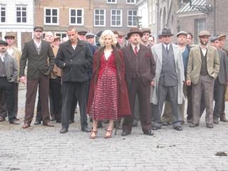 http://www.eliannevandorp.nl/files/gimgs/24_de-bende-van-oss.jpg